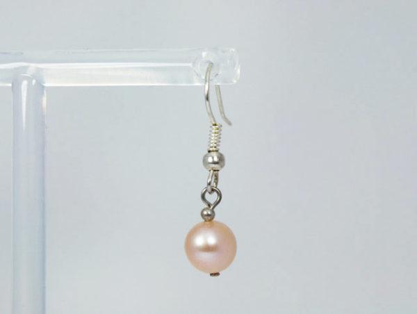 Zalmroze parel oorbellen voor een vintage bruid