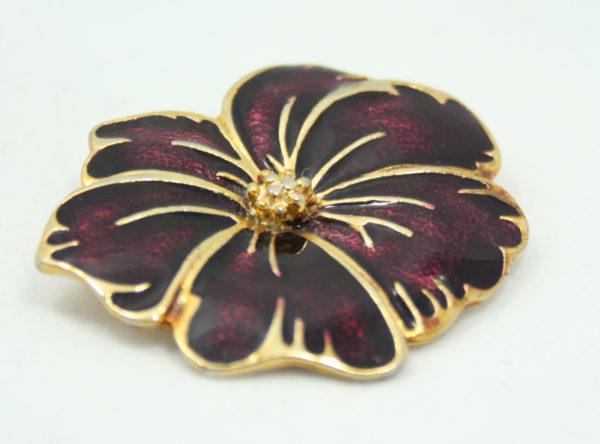 geëmailleerde bloem broche