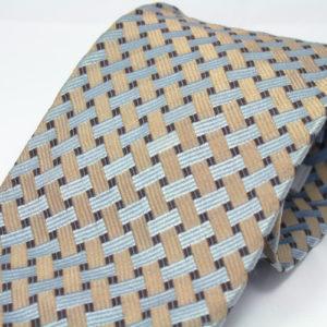 Deze stropdas met goud en lichtblauw weefpatroon