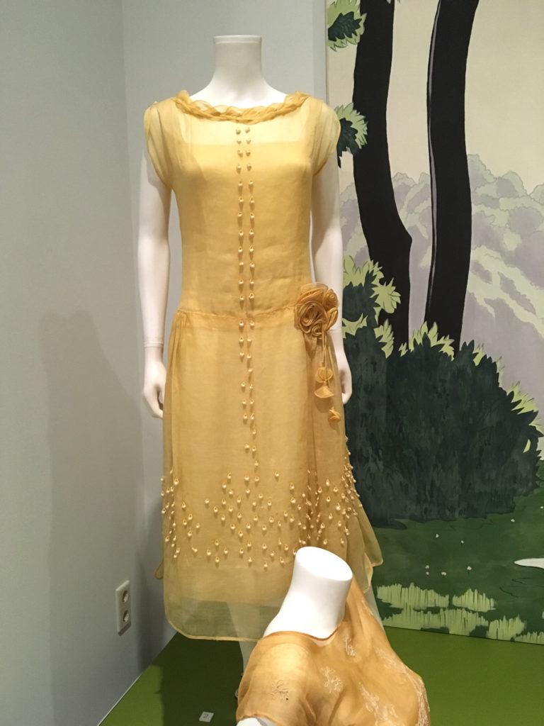 jaren 20 kleding expositie in het textielmuseum