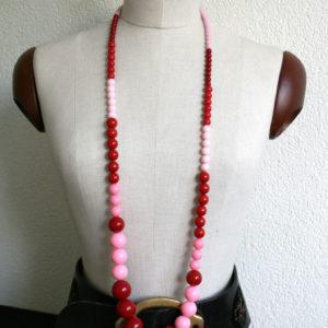 Rood-roze ketting met grote kralen