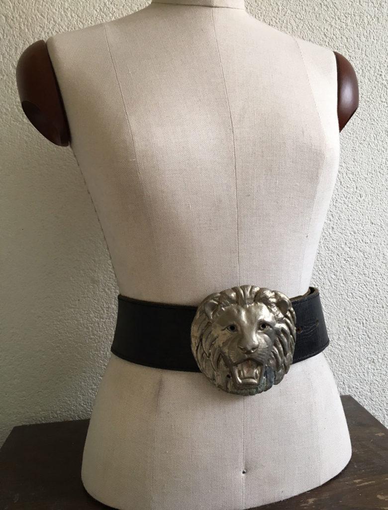 Vintage riem met leeuwenkop