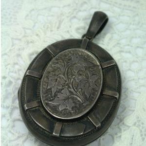 Antiek medaillon zilver victoriaans