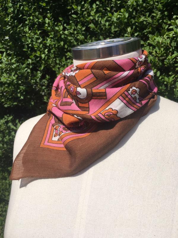 Retro sjaal in bruin, oranje en roze