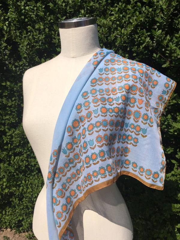 retro sjaal met oranje bloemetjes