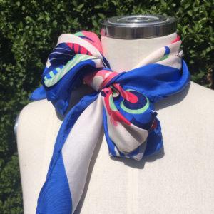 Kleurrijke sjaal, veelzijdig en authentiek vintage