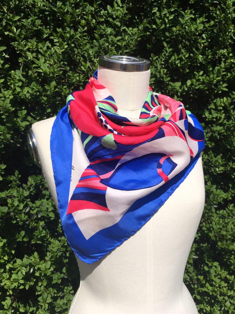 Vintage sjaal in blauw wit en roze.