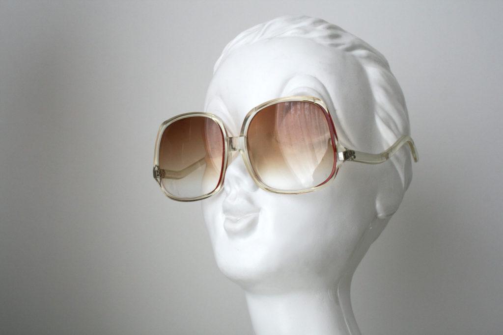Ondersteboven zonnebril - vreemde vintage accessoire