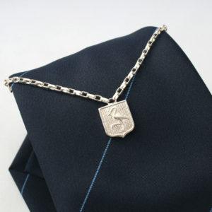 Zilveren stropdas ketting gemeente den haag