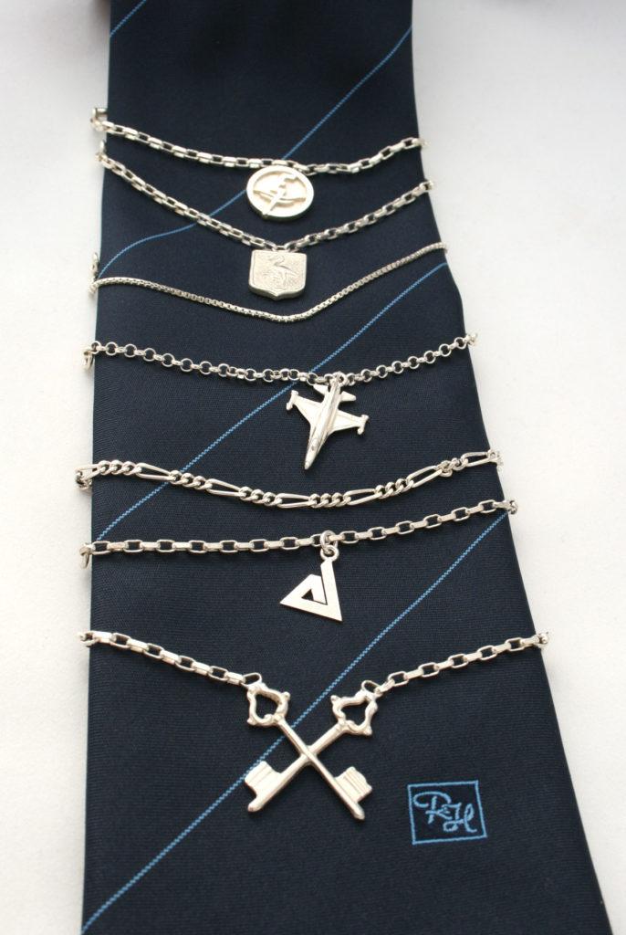 Stropdas kettingen, hangers, zilver