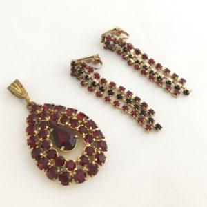 Glamour set van oorbellen en hanger met rode strass