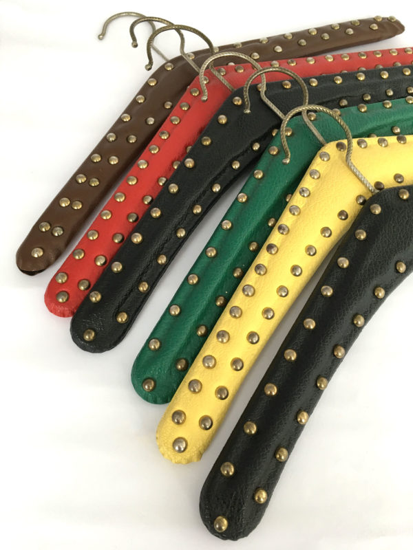 Retro kledinghangers met studs