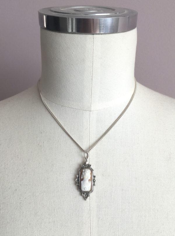 Moederdag cadeau: Camee in zilveren setting