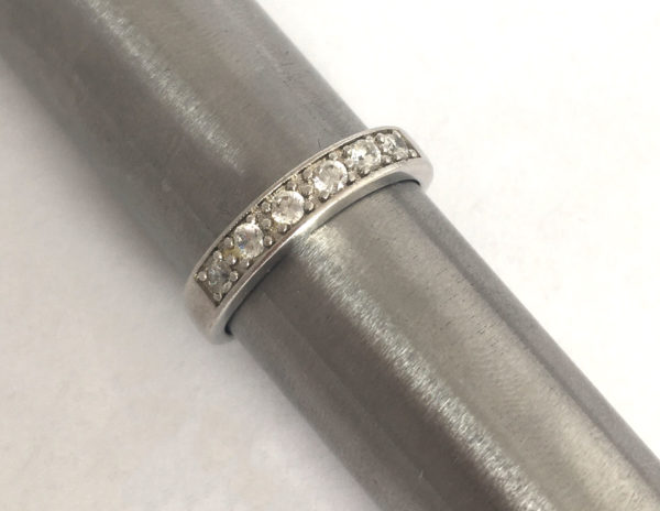 Strakke zilveren ring met zirkonia's