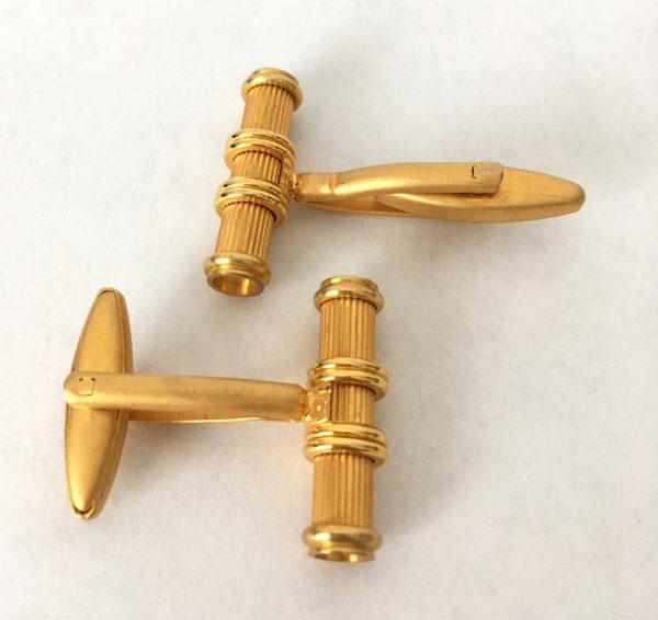 Goudkleurige manchetknopen in matgoud en glanzende accenten