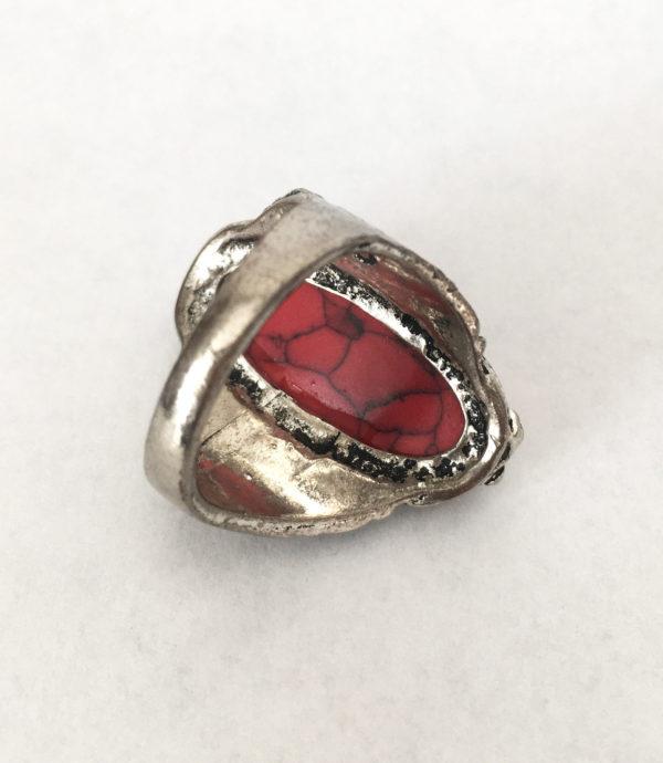 ring met grote rode jaspis edelsteen