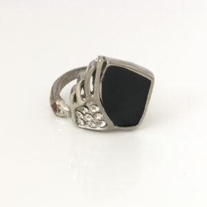 Statement ring in zwart, zilver en bling