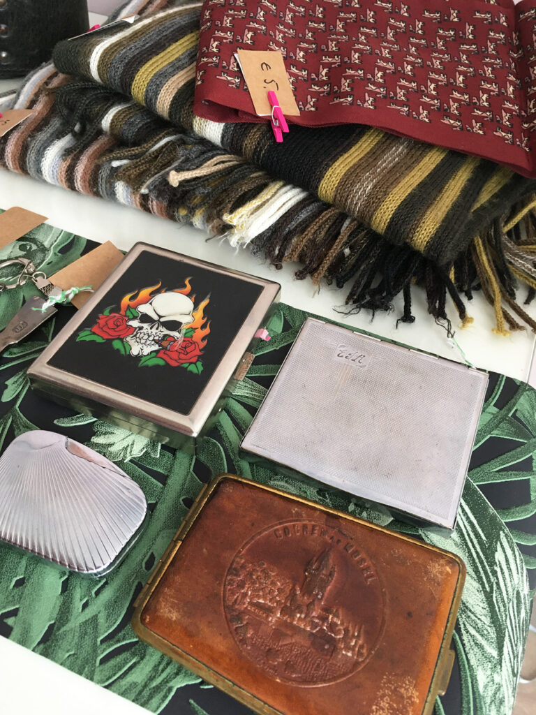 Heren sjaals sigarettenkokers en aanstekers