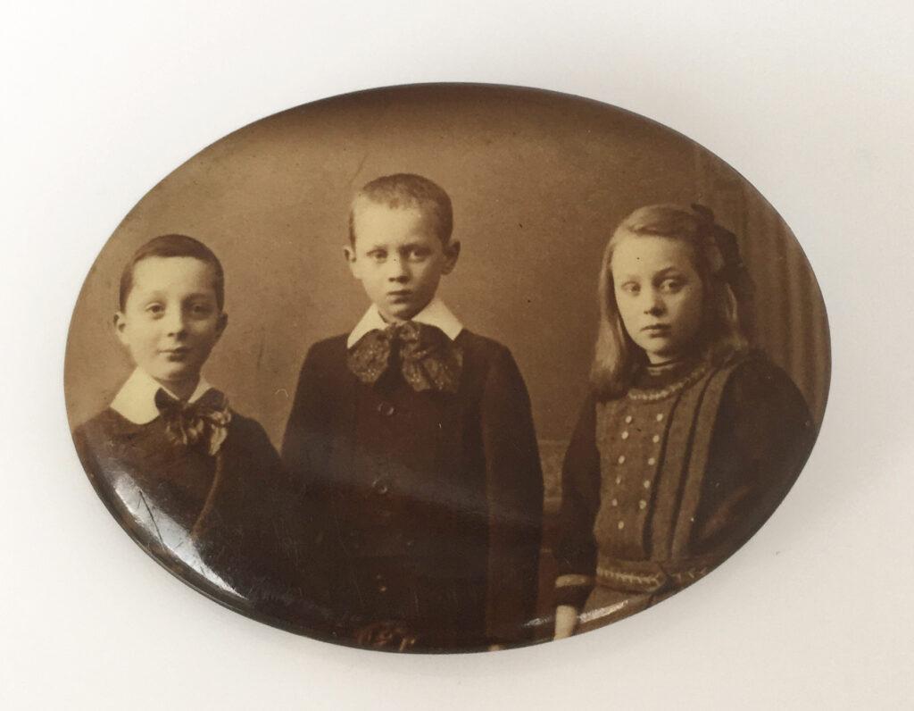 Celluloid portret broche kinderen