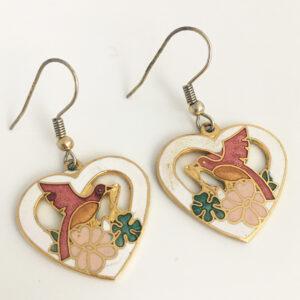 hartvormige cloisonne oorbellen