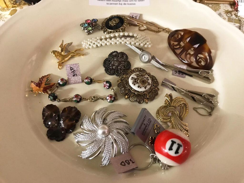 Vintage accessoires te koop bij BOEL Bazaar