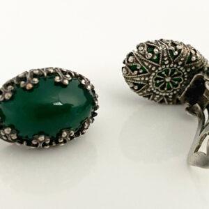 Midcentury oorbellen met groene steen van Giuliano Fratti Milan