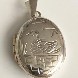 Zilveren medaillon met zwaan