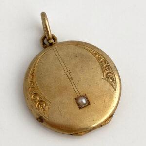 antiek medaillon met zaadparel